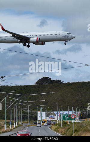 Virgin Australia Boeing 737-8FE landing at Wellington International Airport, Wellington, North Island, New Zealand - Stock Photo
