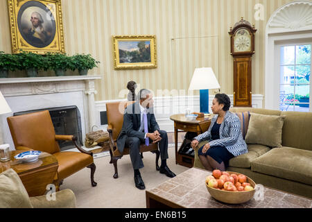 Columbia, USA. 27th Apr, 2015. President Barack Obama meets with newly sworn in Attorney General Loretta Lynch in - Stock Photo