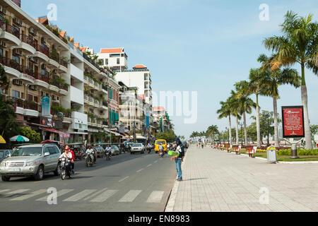 Preah Sisowath Quay - The beautiful riverside street in Phnom Penh, Cambodia, Asia. - Stock Photo