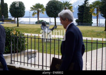 U.S. Secretary of State John Kerry passes a bust of blues guitarist B.B. King in Montreux, Switzerland, home of - Stock Photo