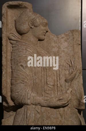 Grave stele. Greek original of the ionic school. 500-490 BC. Young girl holding a dove in her right hand. From the - Stock Photo