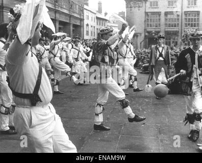 FILE PHOTOS: Oxford, Oxfordshire, UK. 1st May, 1968. Oxford May Morning. May Day Morris dancers in Broad Street, - Stock Photo