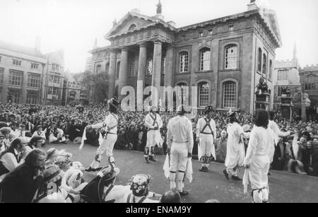 FILE PHOTOS: Oxford, Oxfordshire, UK. 1st May, 1974. Oxford May Day 1974. Morris dancers perform in front of the - Stock Photo