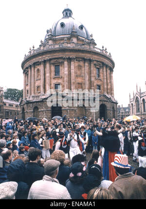 FILE PHOTOS: Oxford, Oxfordshire, UK. 1st May, 1988. Oxford May Morning. Seen but not heard Morris Men outside the - Stock Photo