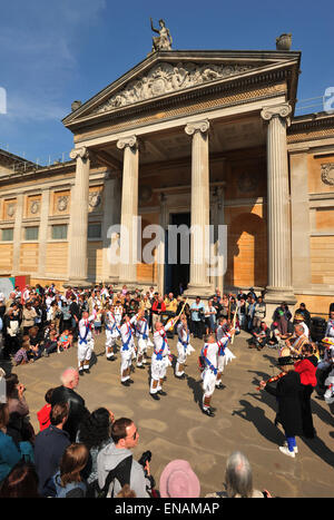 FILE PHOTOS: Oxford, Oxfordshire, UK. 1st May, 2011. Oxford May morning. Morris dancers at the Ashmolean Museum - Stock Photo