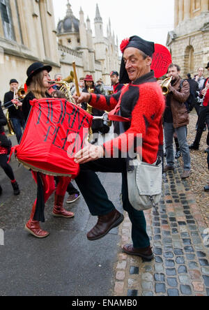 FILE PHOTOS: Oxford, Oxfordshire, UK. 1st May, 2014. Oxford May Day. Peter Williams of Horns of Plenty bangs a drum - Stock Photo