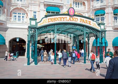 Visitors at disneyland Park, Fantasyland, Disneyland, Paris - Stock Photo