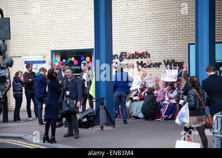 St Mary's Hospital, London, UK. 1st May, 2015. 1 May 2015 : St Mary's Hospital London - Waiting For 'Arrival' of - Stock Photo