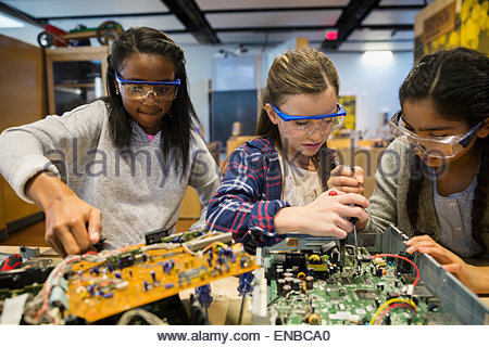 Students in goggles assembling electronics at science center - Stock Photo
