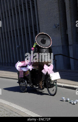 Copenhagen, Denmark. 2nd May, 2015. Newly married couple on bicycle in Copenhagen.  Credit:  Francis Dean/Alamy - Stock Photo
