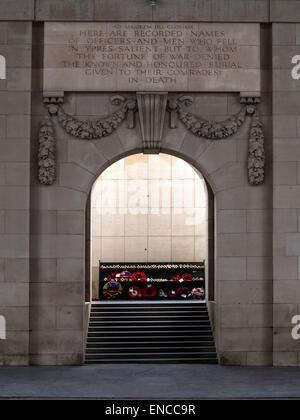 Memorial wording on the Menin Gate WWI Memorial to the Missing Fallen at Ypres, Flanders, Belgium - Stock Photo