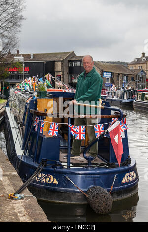 Skipton, Yorkshire, UK 2nd May, 2015. Commodore Michael Silverwood of the Craven Crusing Club atd the Skipton Waterways - Stock Photo