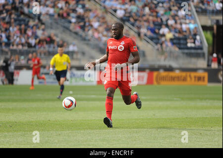 Chester, Pennsylvania, USA. 2nd May, 2015. Toronto FC forward, JOZY ALTIDORE (17), pushes the ball down the pitch - Stock Photo