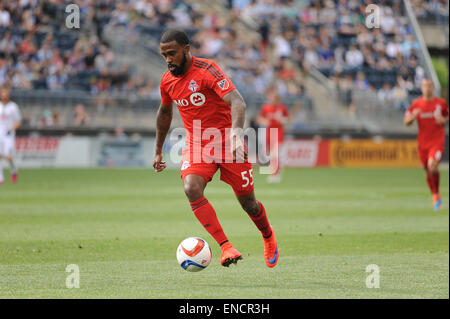 Chester, Pennsylvania, USA. 2nd May, 2015. Toronto FC forward, ROBBIE FINLEY (55), pushes the ball down the pitch - Stock Photo