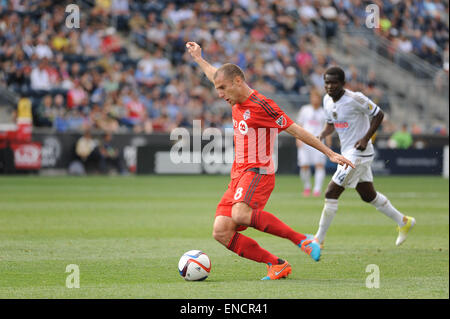Chester, Pennsylvania, USA. 2nd May, 2015. Toronto FC midfielder, BENOIT CHEYROU (8), pushes the ball down the pitch - Stock Photo