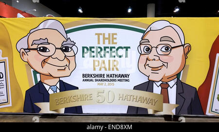 Omaha, USA. 2nd May, 2015. The so-called Berkshire-Duo, US investors Warren Buffett (R) und Charlie Munger are depicted - Stock Photo