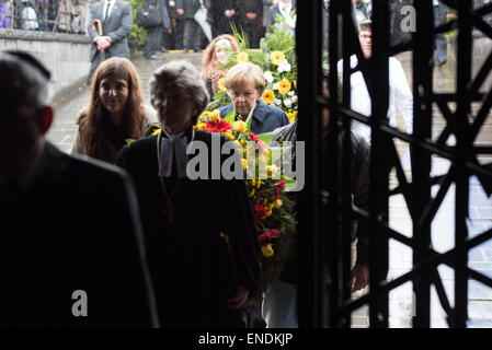 Dachau, Germany. 3rd May, 2015. A handout picture provided by the German Government shows German Chancellor Angela - Stock Photo