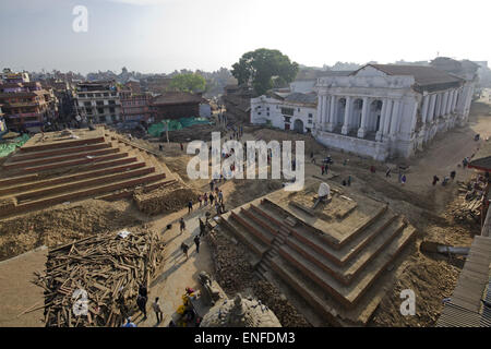 Kathmandu, Nepal. 25th Apr, 2015. Kathmandu Durbar Square as seen after last week's deadly earthquake destroyed - Stock Photo