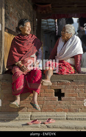 Bhaktapur, Nepal. 25th Apr, 2015. Two old women talking about their earthquake survival story on Monday evening - Stock Photo