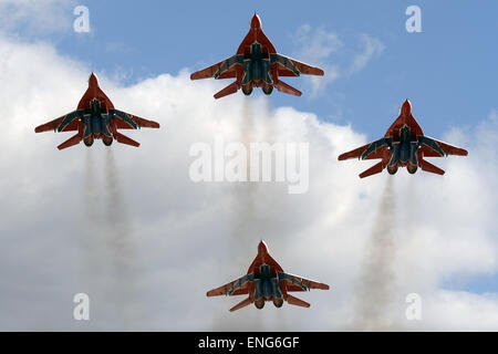 Moscow, Russia. 5th May, 2015. The Swifts aerobatic team flys during the miliary parade rehearsal in Kubinka, Russia, - Stock Photo