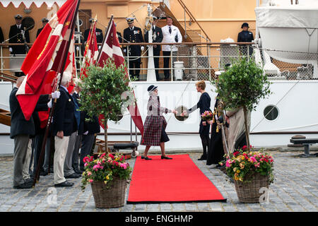 Helsingore, Denmark. 5th May, 2015. H. M. Queen Margrethe arrives with the Prince Consort onboard the royal ship, - Stock Photo