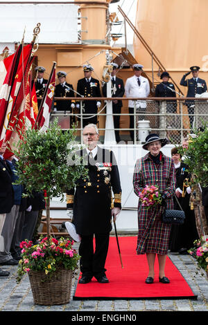 Helsingore, Denmark. 5th May, 2015. H. M. Queen Margrethe and Prince Consort Henrik has arrived to Helsingore onboard - Stock Photo