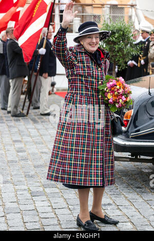 Helsingore, Denmark. 5th May, 2015. H. M. Queen Margrethe waves to bystanders. The Queen and the Prince Consort - Stock Photo