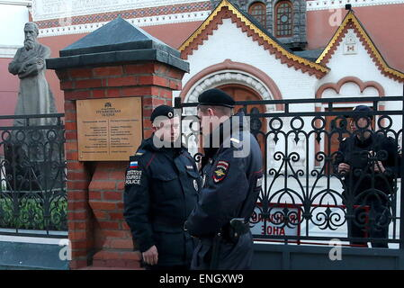 Moscow, Russia. 5th May, 2015. Law enforcement officers seen outside the State Tretyakov Gallery in Moscow. Credit: - Stock Photo