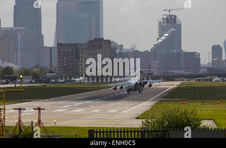 London City Airport, May 5th 2015. With crosswinds gusting at up to 45 mph, several planes attempting to land at - Stock Photo
