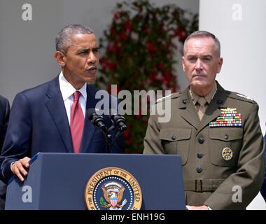 Washington, DC, USA. 5th May, 2015. President Barack Obama (L) and U.S. Marine Corps General Joseph Dunford are - Stock Photo