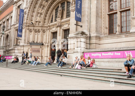 Outside view of the Victoria and Albert Museum entrance, London, UK. - Stock Photo