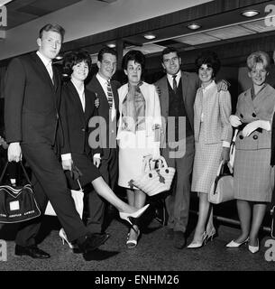 Everton players and wives at Ringway airport, Manchester bound for Torremolinos, Spain on a two week holiday after - Stock Photo