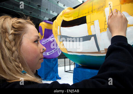 Liverpool, Merseyside, UK. 6th May, 2015. Molly Howarth painting her commissioned AquaDucks for the Riverside Festival. - Stock Photo