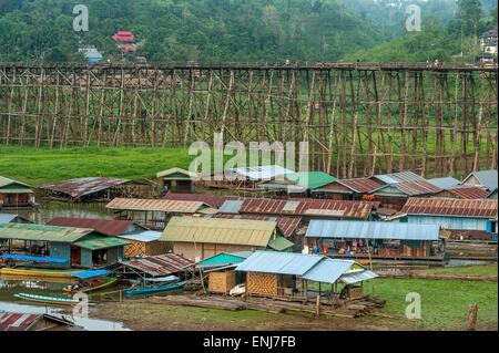 A rickety wooden bridge (Saphan Mon) linking Wang Kha (Wangka) (Monside) to Sangkhlaburi. Kanchanaburi Province. - Stock Photo