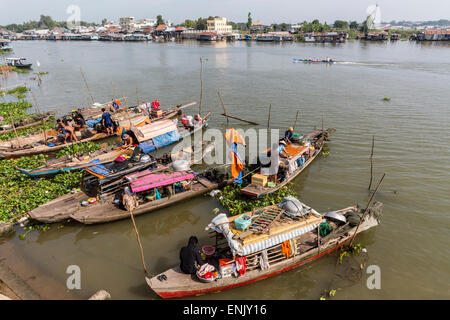 Families in their river boats at the local market in Chau Doc, Mekong River Delta, Vietnam, Indochina, Southeast - Stock Photo