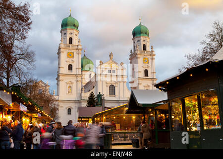 Christmas Market in front of the Cathedral of Saint Stephan, Passau, Bavaria, Germany, Europe - Stock Photo