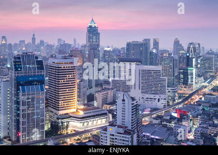 City skyline looking along the BTS Skytrain, Sukhumvit Road and Phloen Chit to Phloen Chit station, Bangkok, Thailand - Stock Photo