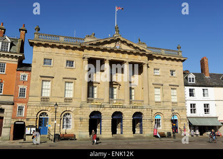 The Georgian facade of the Town Hall and Butter Market shopping arcade, Newark-upon-Trent, Nottinghamshire, England, - Stock Photo