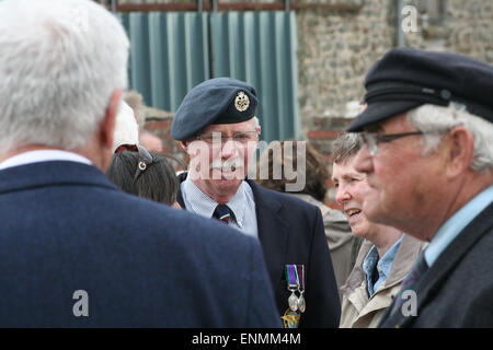 Normandy, France. 8th May, 2015. British ex-pat retired serviceman, Ian Russell, joins French servicemen to celebrate - Stock Photo