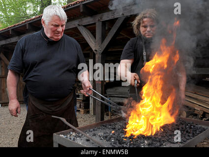Friesoythe, Germany. 8th May, 2015. Actor Heinz Hoenig and swordsmith Denni Ludwig (r) work on nails at the 'Bullermanns - Stock Photo