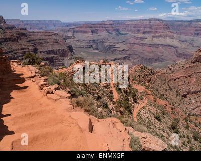 Trail below Cedar Ridge, South Kaibab Trail, Grand Canyon National Park, Arizona. - Stock Photo