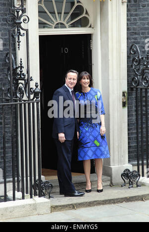 London, UK. 08th May, 2015. General Election 2015 David and Samantha Cameron on the steps of number ten Downing - Stock Photo