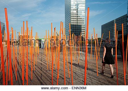 Paris, La Defense, experimentielle Stadtmöblierung - Stock Photo