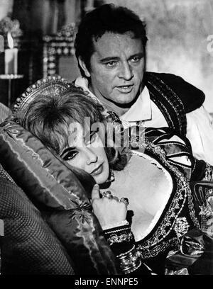 Doctor Faustus, UK, 1967, Regie: Richard Burton, Nevill Coghill, Darsteller: Elizabeth Taylor, Richard Burton - Stock Photo