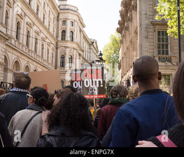 London, 9th May 2015. People hold placards that read 'Get the tories Out' outside the Downing Street gates during - Stock Photo