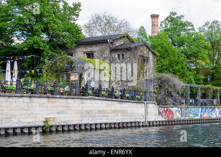 Berlin riverside dining, alfresco dining at restaurant on banks of the river Spree - Stock Photo