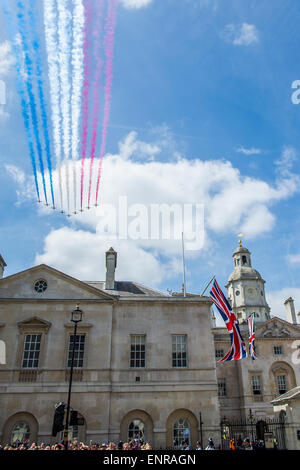 London, UK. 10th May, 2015. The flypast of the Red Arrows passes over Horse Guards Parade. VE Day 70 commemorations - Stock Photo