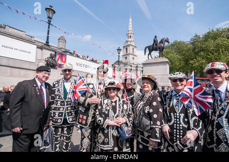 London, UK. 10 May 2015. Pearly Kings and Queens are part of the audience as the Grenadier Guards band performs - Stock Photo
