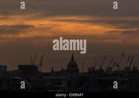 London, UK. 10th May, 2015. Sunset evening over St. Paul's Cathedral Credit:  Guy Corbishley/Alamy Live News - Stock Photo