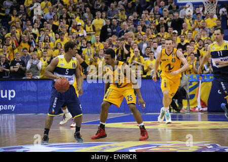 Berlin, Germany. 10th May, 2015. Casper Ware (5) and Clifford Hammonds (25) in action as Alba Berlin defeated EWE - Stock Photo